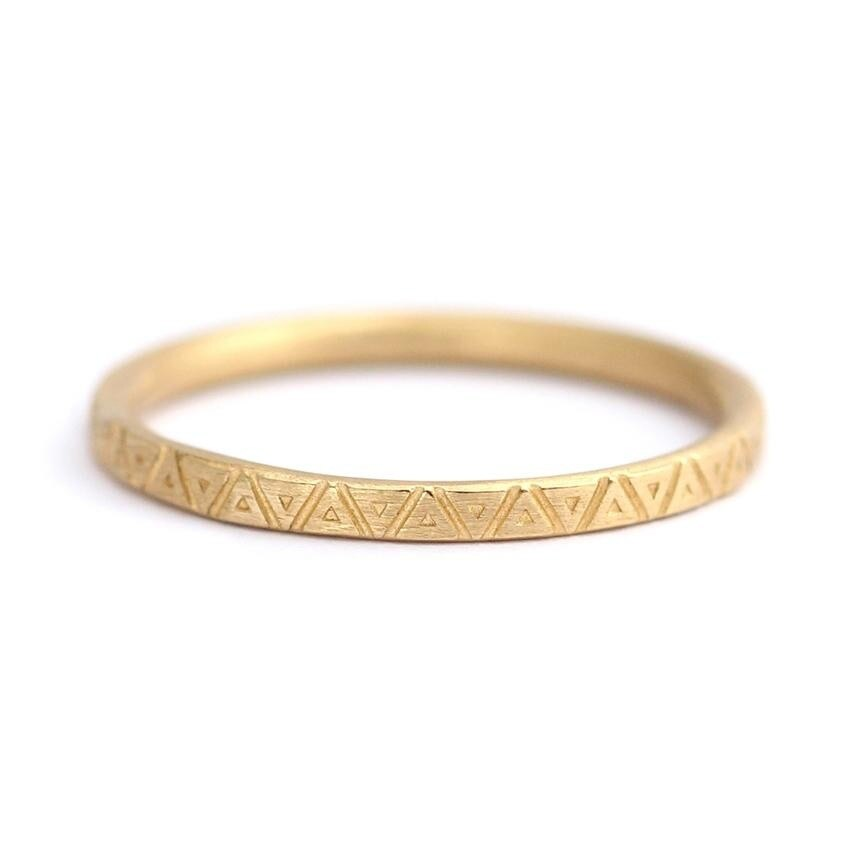 tomfoolery: triangle pattern wedding band, geometric engraved ring by artemer