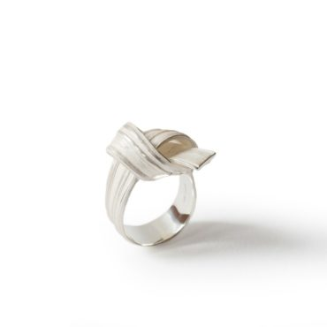 Marion Lebouteiller, Absolu Knot Silver Ring, Tomfoolery